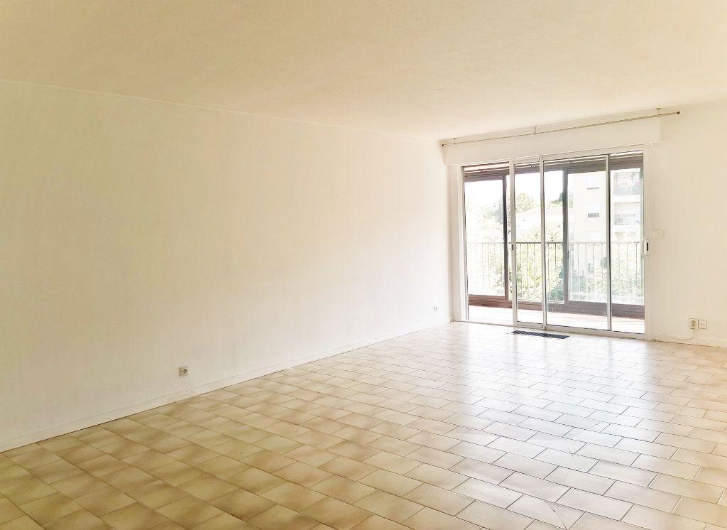 Appartement à louer 4 84m2 à Fréjus vignette-1