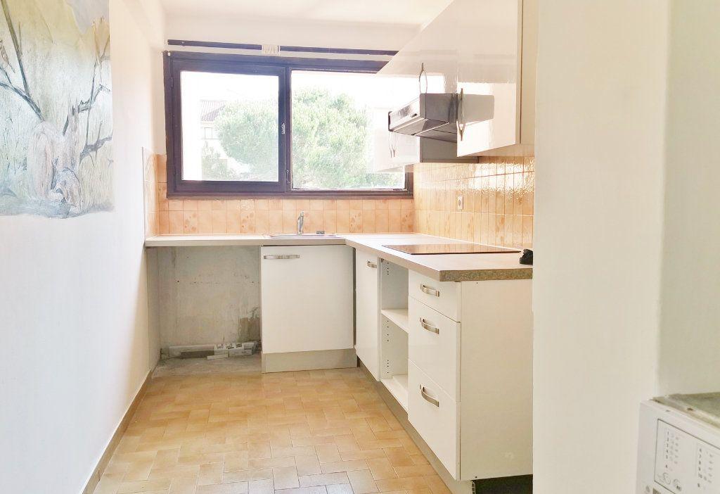 Appartement à louer 4 84m2 à Fréjus vignette-2
