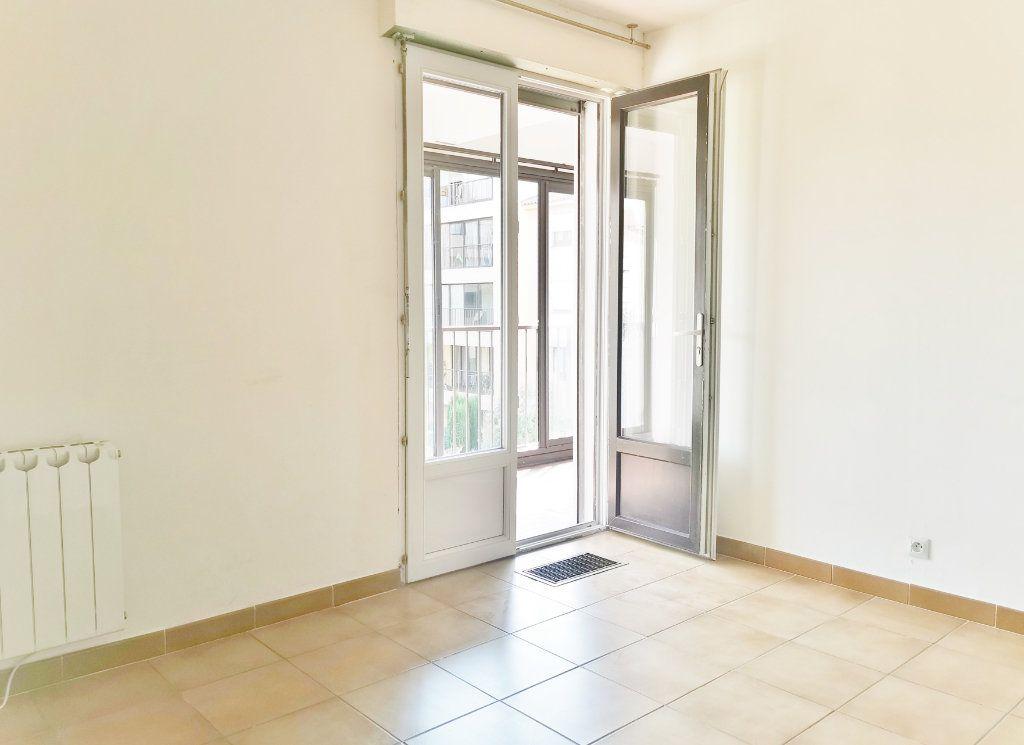 Appartement à louer 4 84m2 à Fréjus vignette-3
