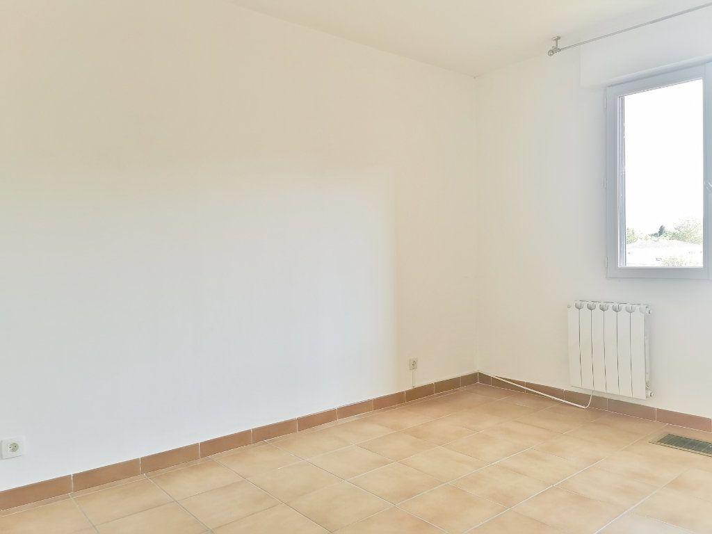 Appartement à louer 4 84m2 à Fréjus vignette-4