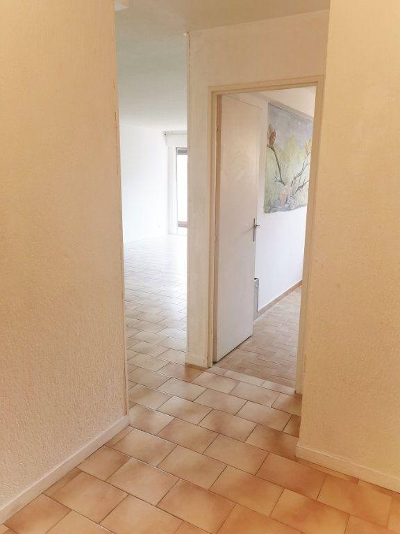 Appartement à louer 4 84m2 à Fréjus vignette-7