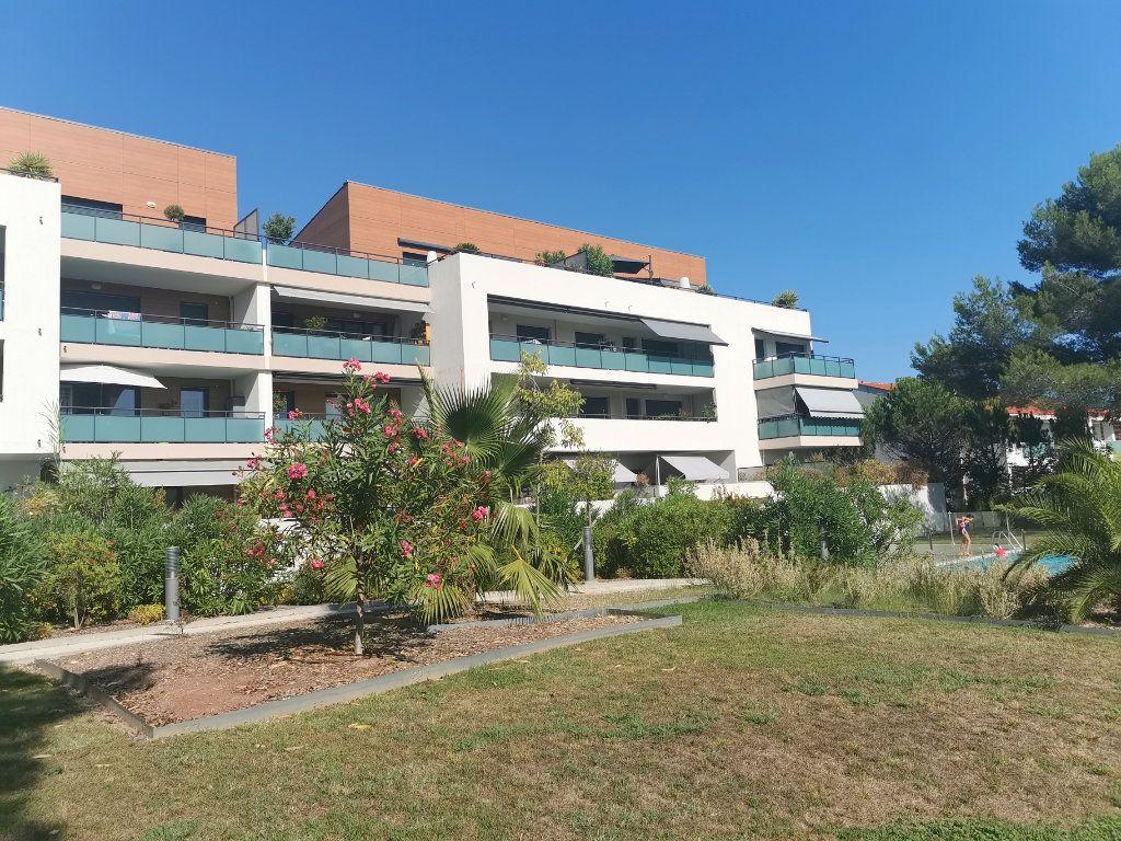 Appartement à louer 2 55.25m2 à Saint-Raphaël vignette-1