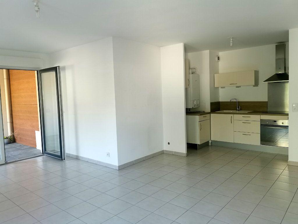 Appartement à louer 2 55.25m2 à Saint-Raphaël vignette-2