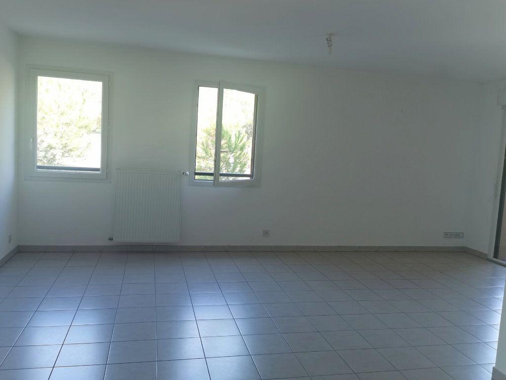Appartement à louer 2 55.25m2 à Saint-Raphaël vignette-3