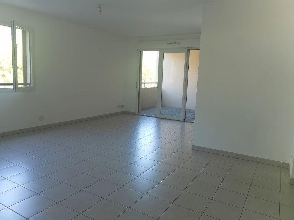 Appartement à louer 2 55.25m2 à Saint-Raphaël vignette-4