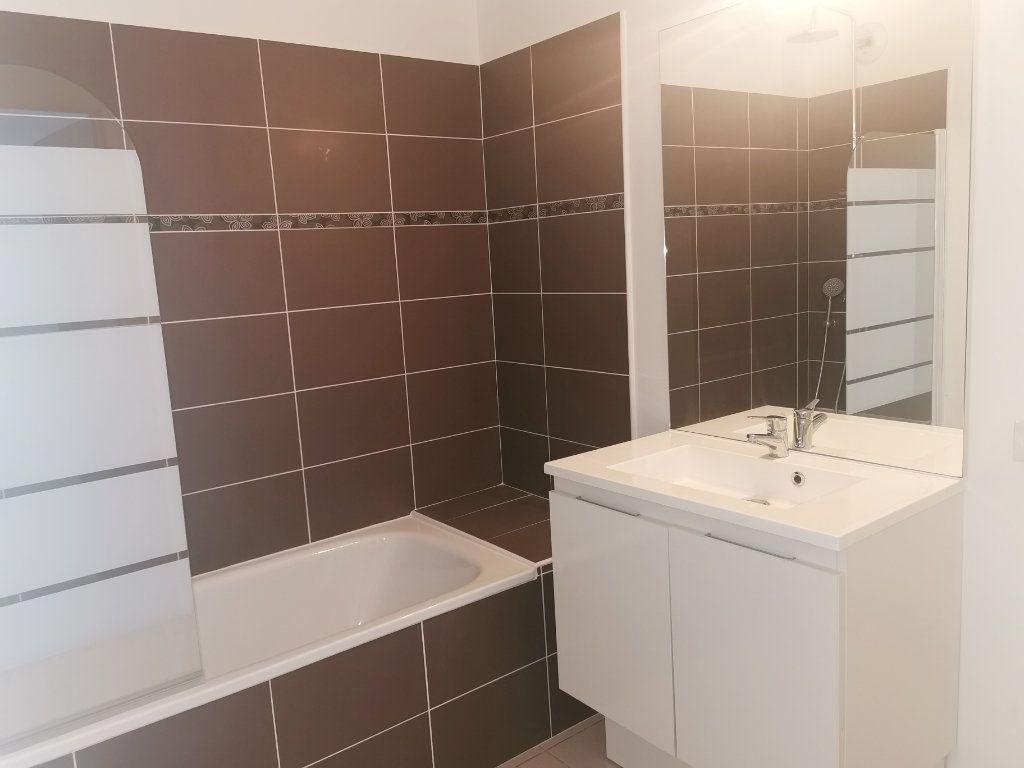 Appartement à louer 2 55.25m2 à Saint-Raphaël vignette-5
