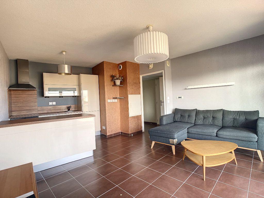 Appartement à vendre 2 41m2 à Fréjus vignette-2