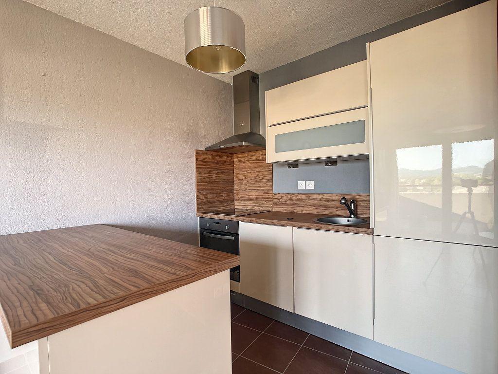 Appartement à vendre 2 41m2 à Fréjus vignette-3