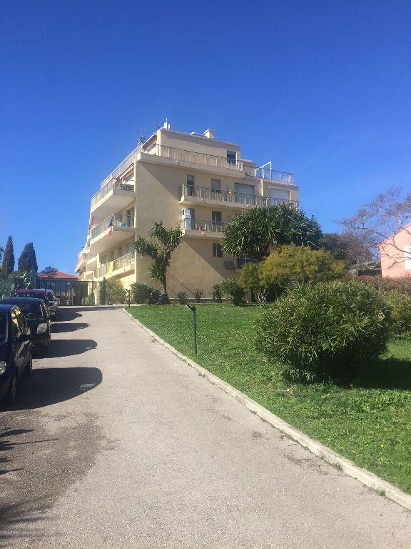 Appartement à louer 1 26.58m2 à Cagnes-sur-Mer vignette-1