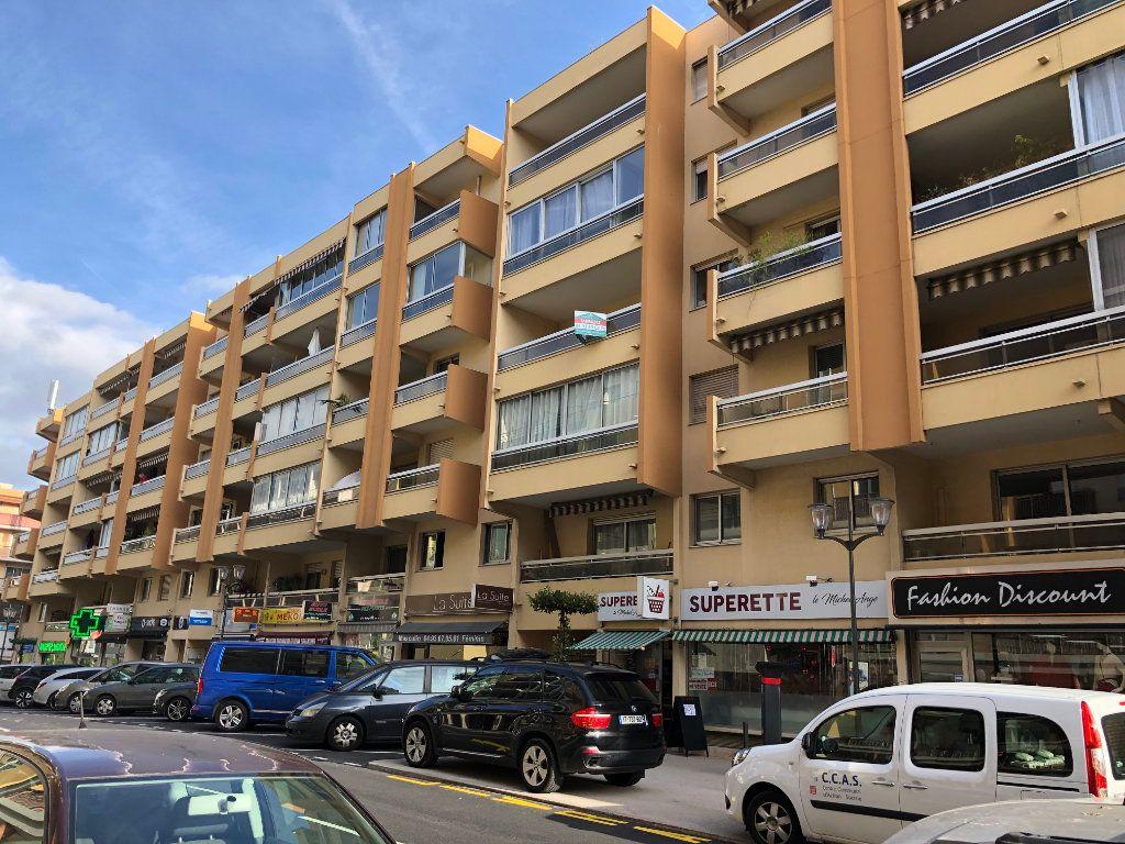 Appartement à vendre 3 64m2 à Saint-Laurent-du-Var vignette-1