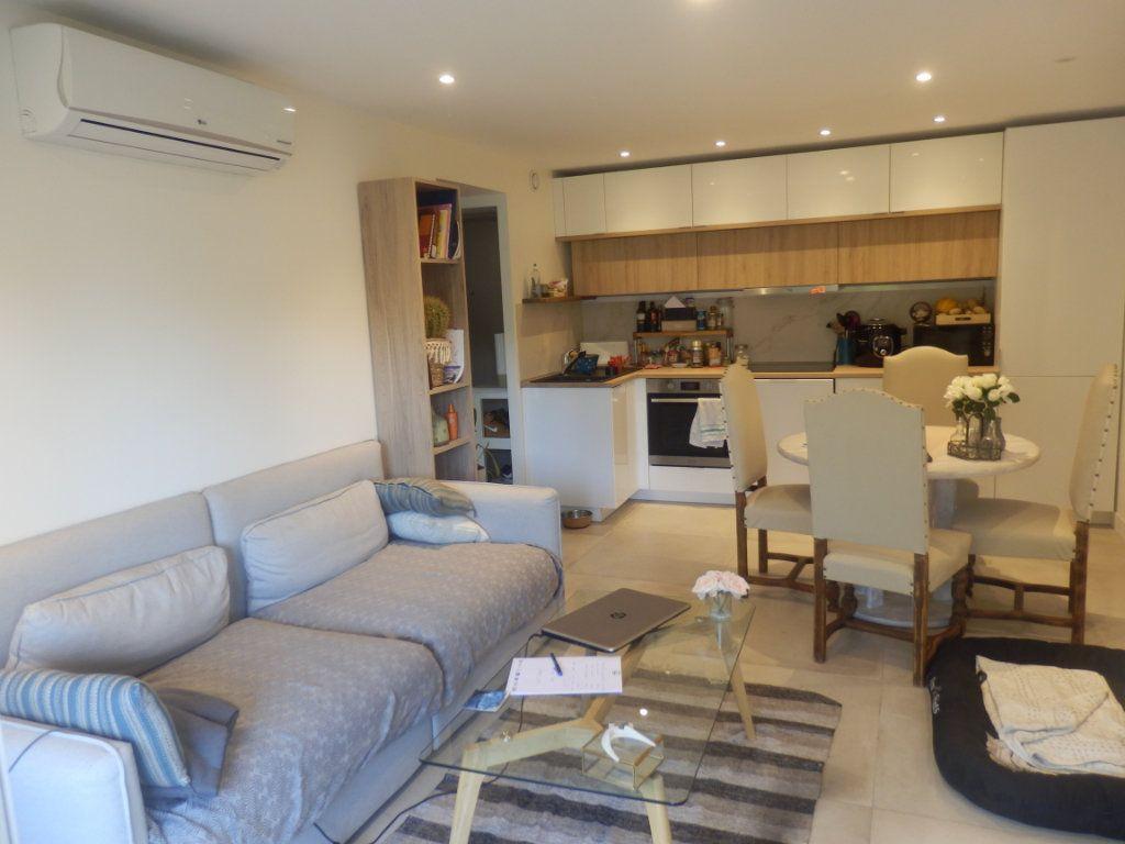 Appartement à vendre 3 0m2 à Cagnes-sur-Mer vignette-2