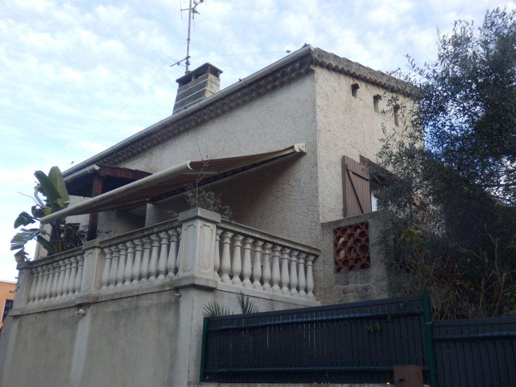Appartement à vendre 4 95m2 à Cagnes-sur-Mer vignette-3