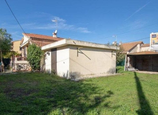 Maison à vendre 4 115m2 à Cagnes-sur-Mer vignette-2