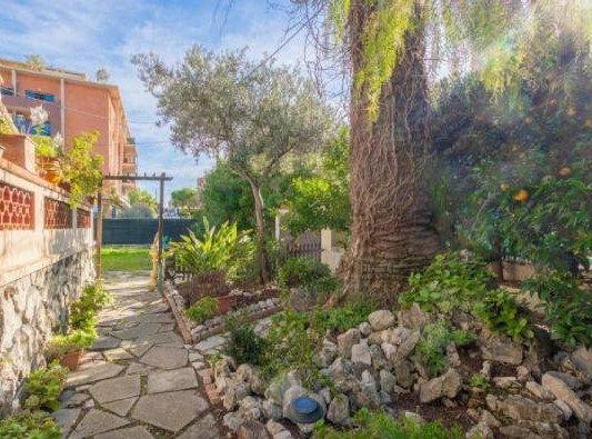 Maison à vendre 4 115m2 à Cagnes-sur-Mer vignette-3