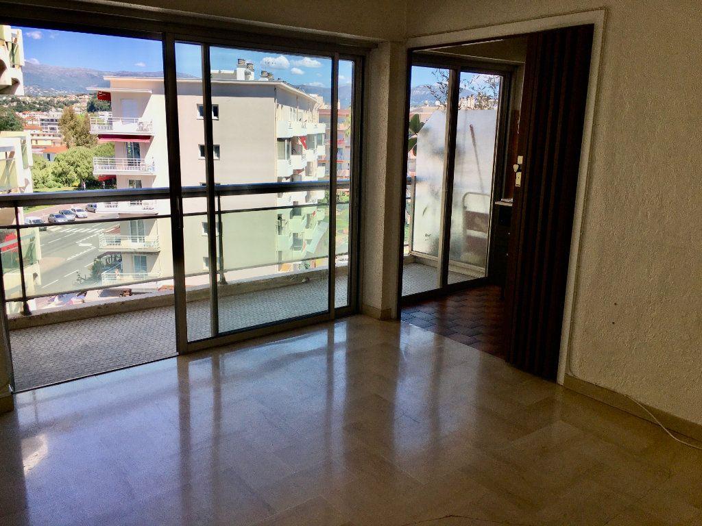 Appartement à vendre 1 24m2 à Cagnes-sur-Mer vignette-2