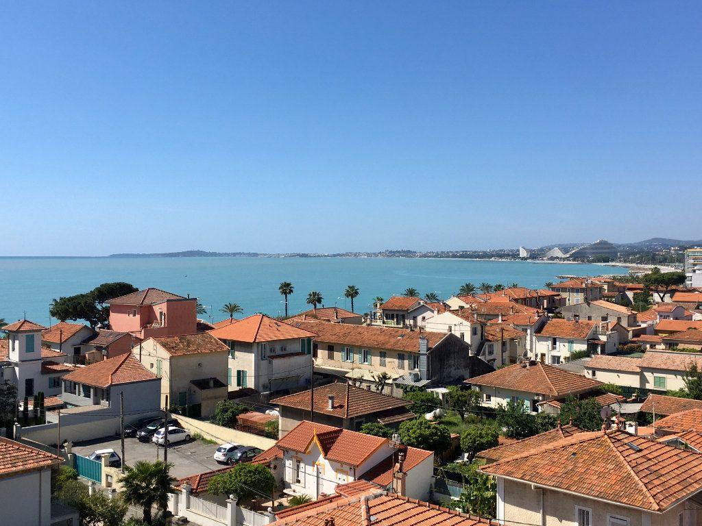 Appartement à vendre 4 143m2 à Cagnes-sur-Mer vignette-1