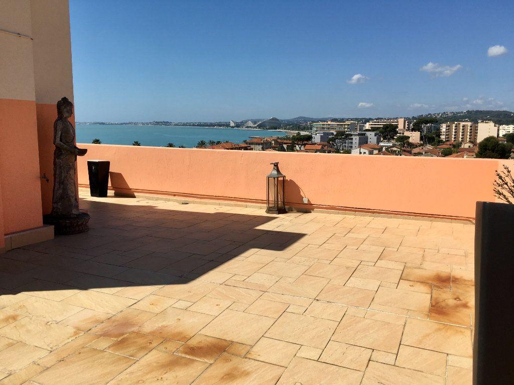Appartement à vendre 4 143m2 à Cagnes-sur-Mer vignette-3