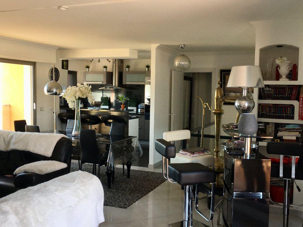 Appartement à vendre 4 143m2 à Cagnes-sur-Mer vignette-4