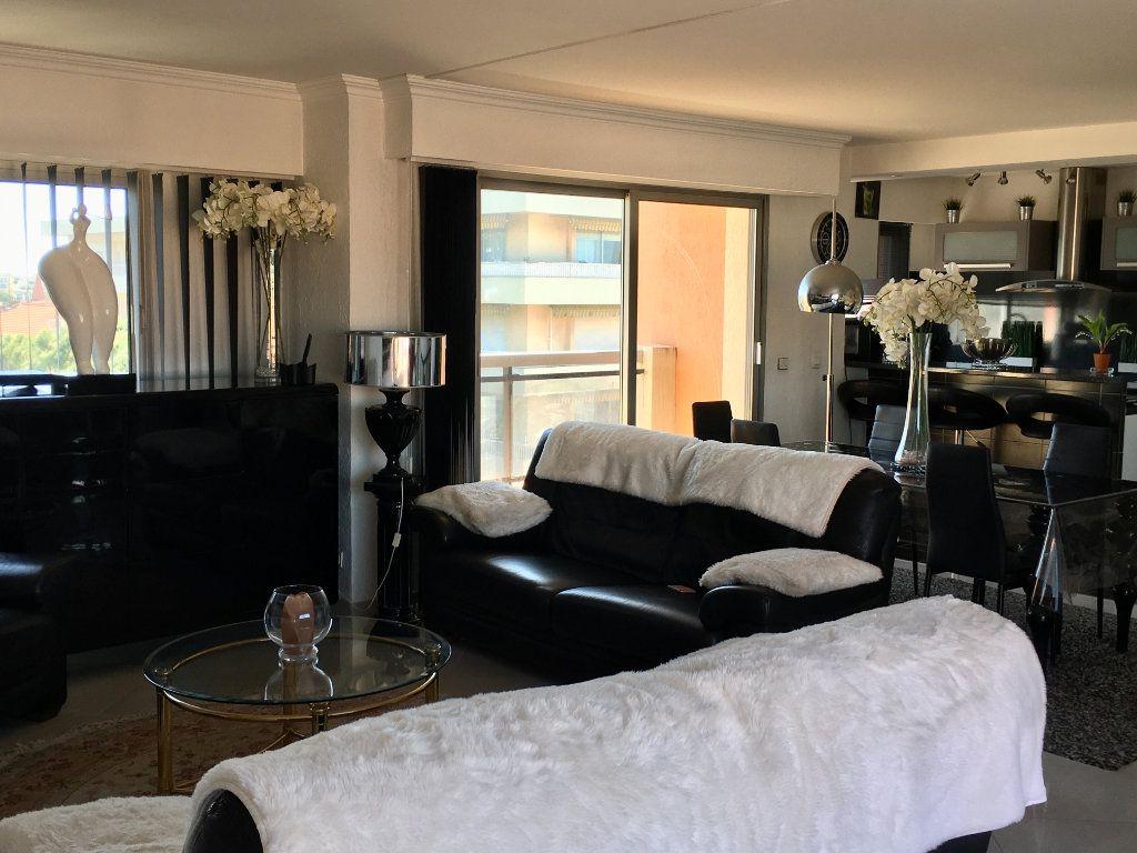 Appartement à vendre 4 143m2 à Cagnes-sur-Mer vignette-9