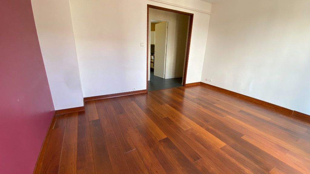Appartement à louer 3 57.87m2 à Montivilliers vignette-2
