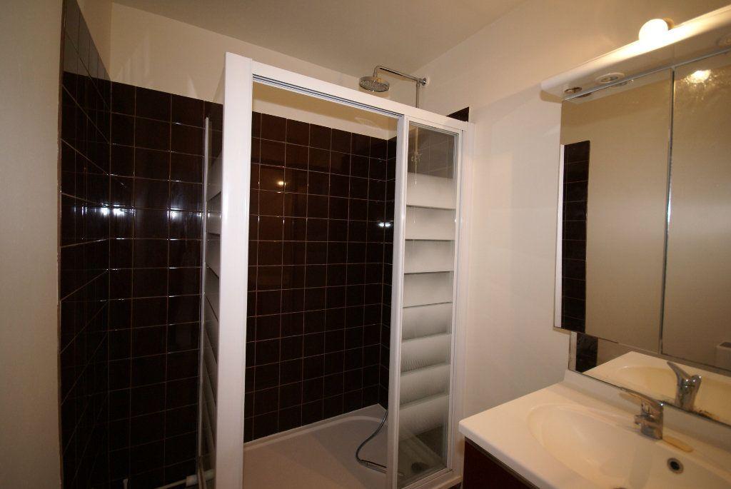 Appartement à louer 3 46.25m2 à Le Havre vignette-4