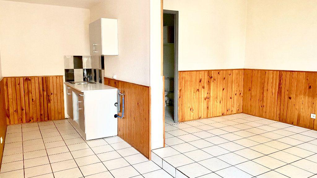 Appartement à louer 1 27.8m2 à Pont-Audemer vignette-3