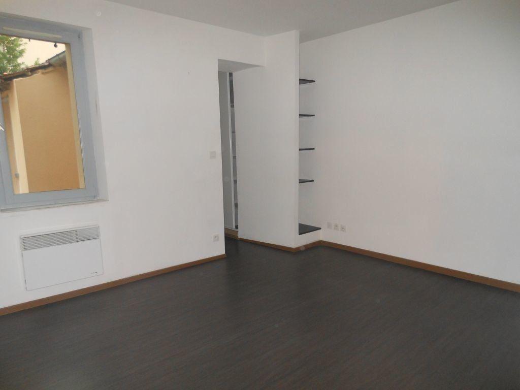 Appartement à louer 1 27m2 à Albi vignette-1