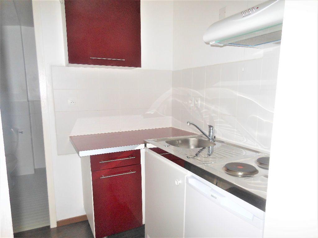 Appartement à louer 1 27m2 à Albi vignette-2