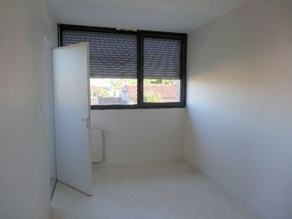 Appartement à louer 3 57m2 à Albi vignette-4