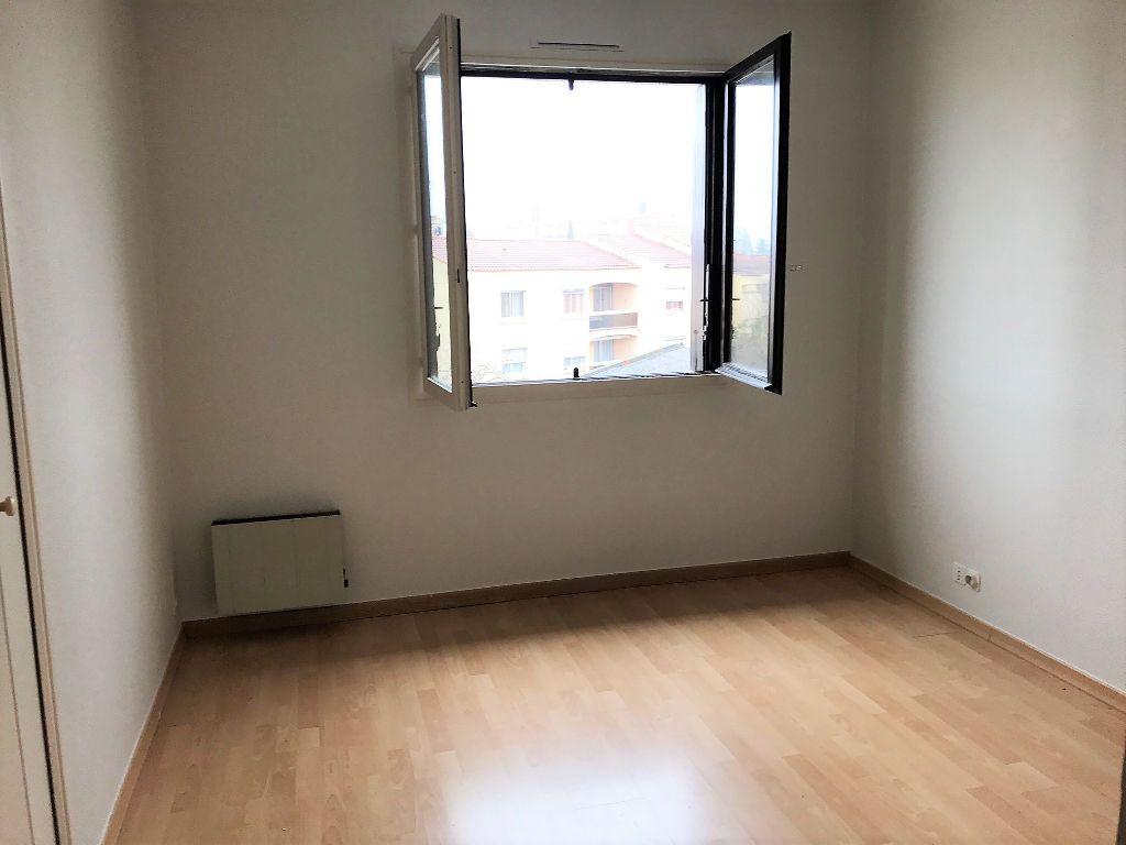 Appartement à louer 3 77m2 à Albi vignette-3