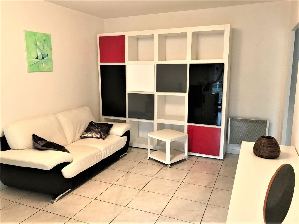 Appartement à louer 3 61m2 à Albi vignette-1