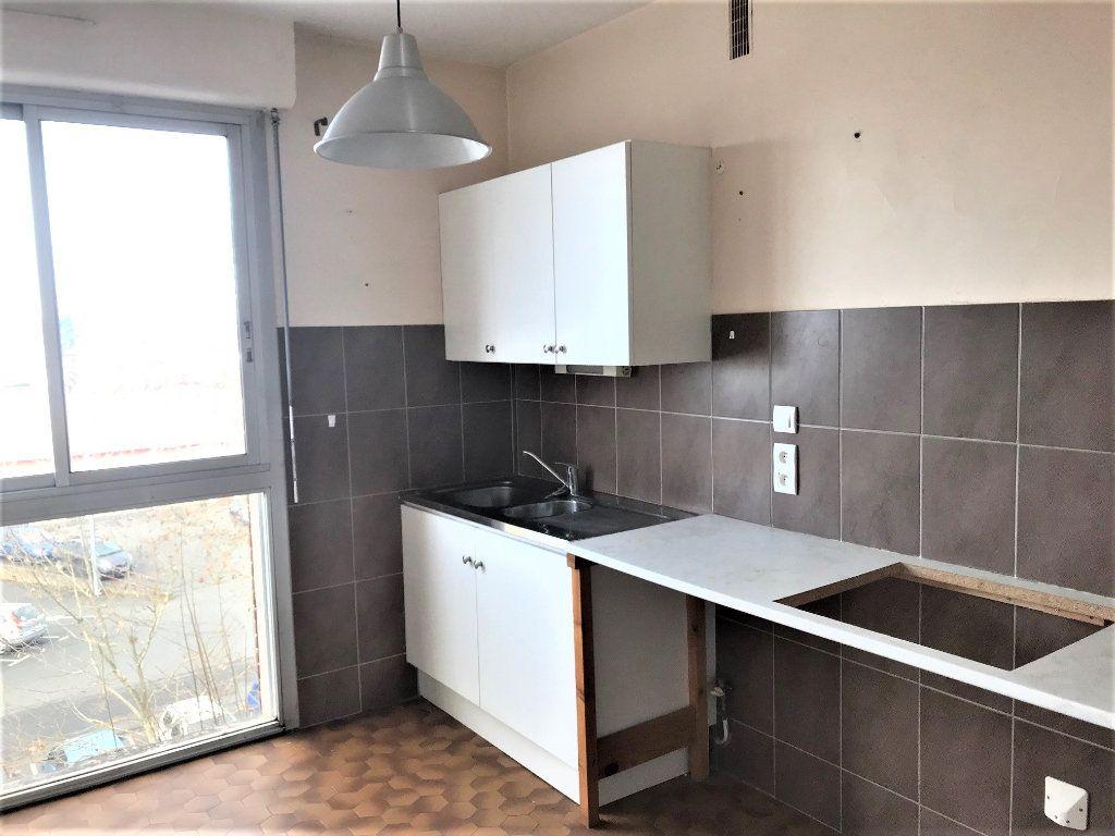 Appartement à louer 2 54m2 à Albi vignette-2