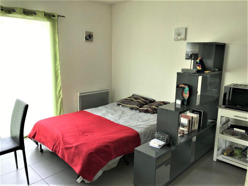 Appartement à louer 1 24m2 à Albi vignette-2