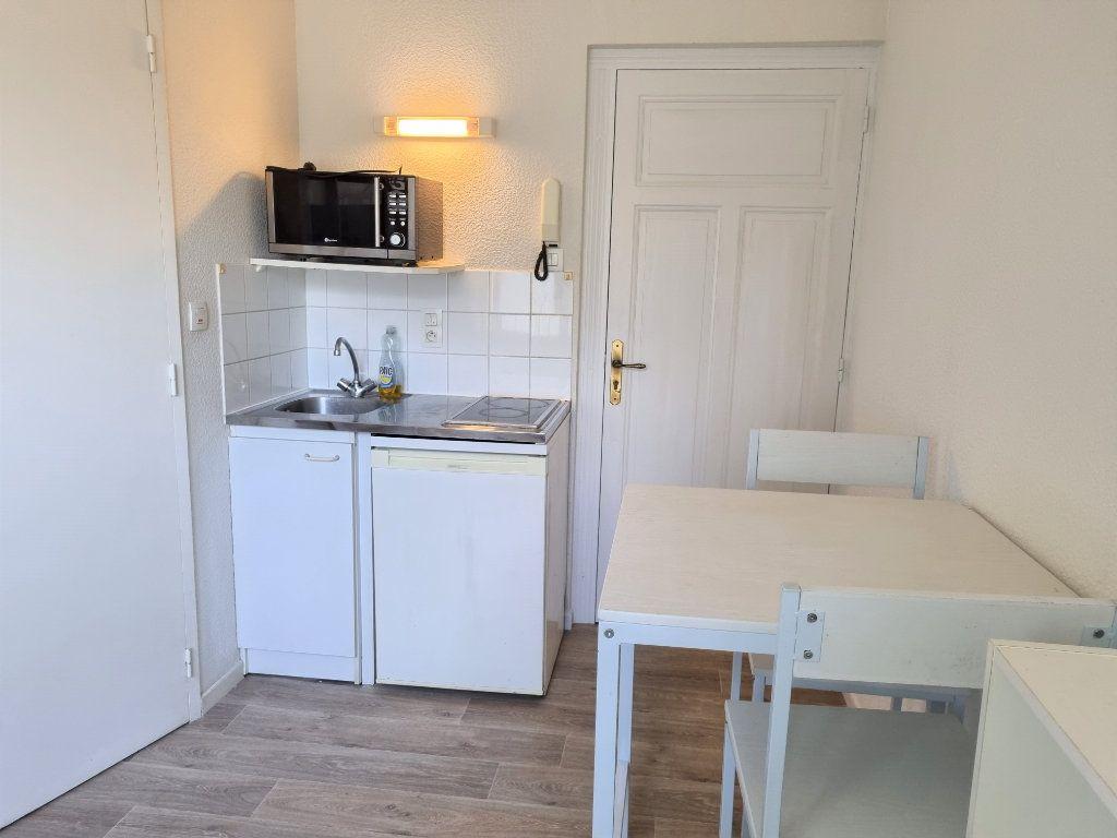 Appartement à louer 1 12m2 à Albi vignette-3
