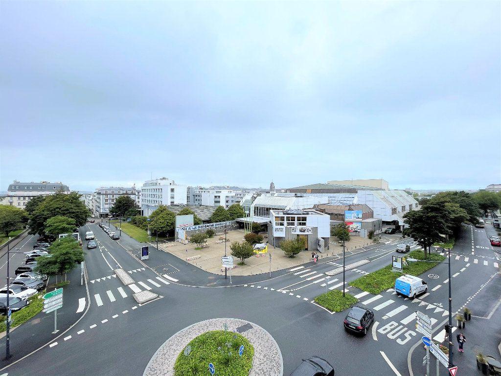 Appartement à louer 5 124.4m2 à Brest vignette-6