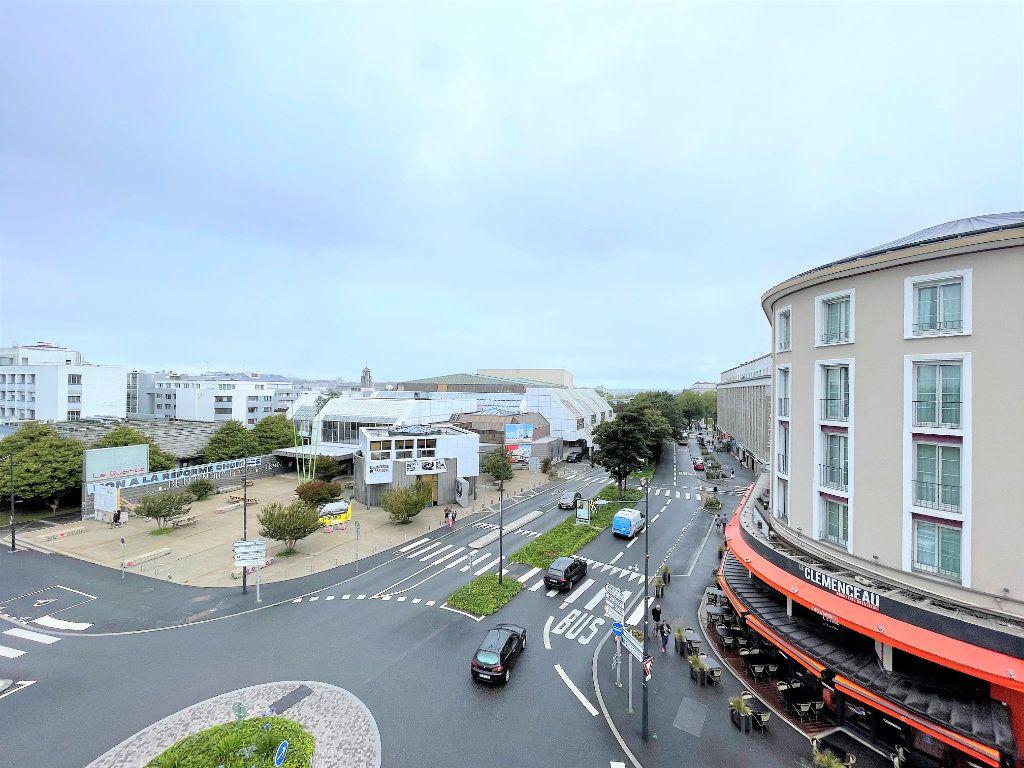 Appartement à louer 5 124.4m2 à Brest vignette-7