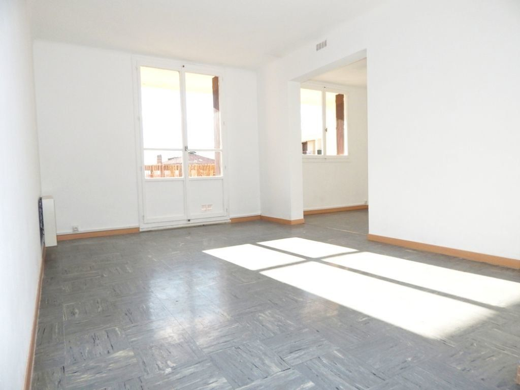 Appartement à louer 4 61.73m2 à Salon-de-Provence vignette-1