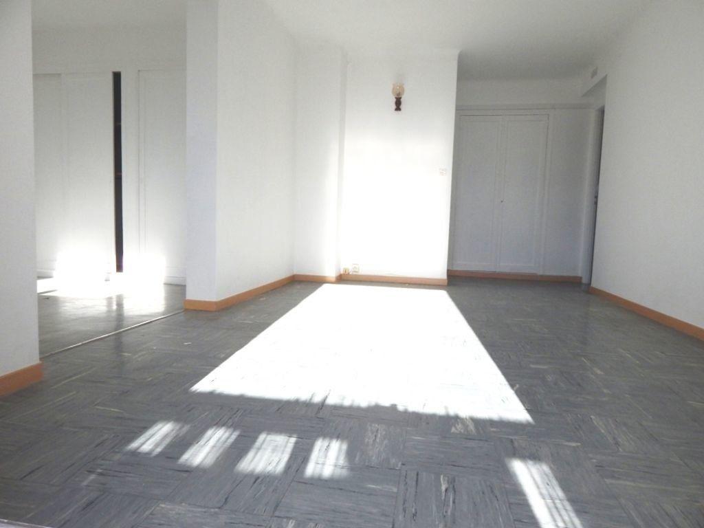 Appartement à louer 4 61.73m2 à Salon-de-Provence vignette-2