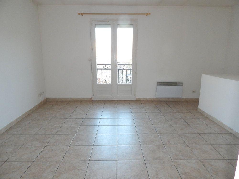 Appartement à louer 2 35m2 à La Fare-les-Oliviers vignette-2