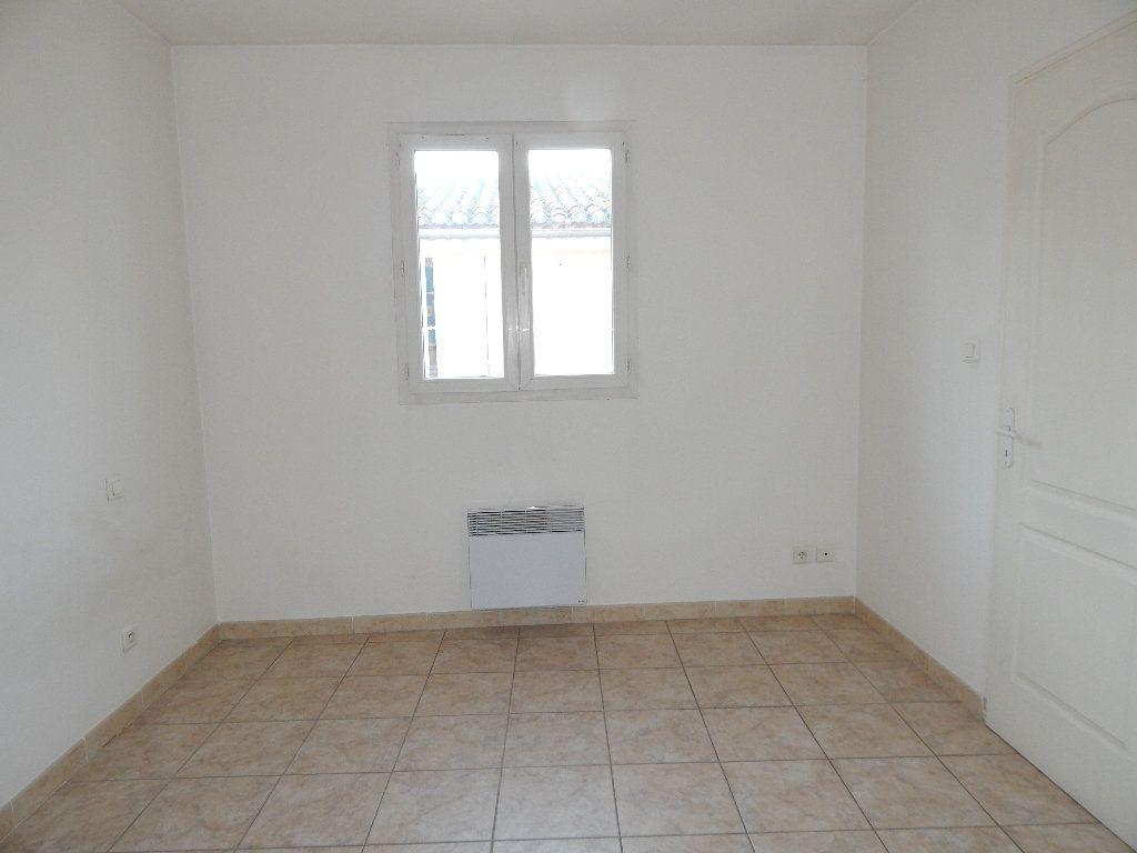Appartement à louer 2 35m2 à La Fare-les-Oliviers vignette-3