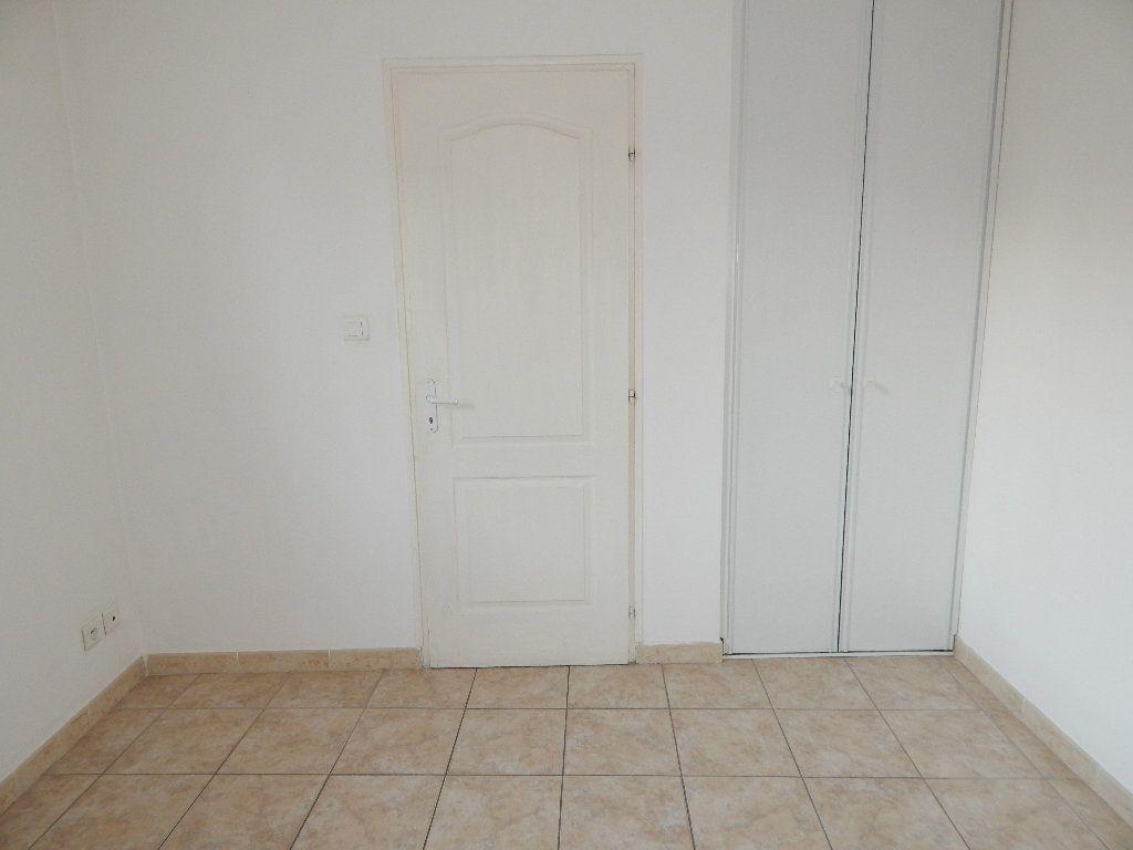 Appartement à louer 2 35m2 à La Fare-les-Oliviers vignette-4