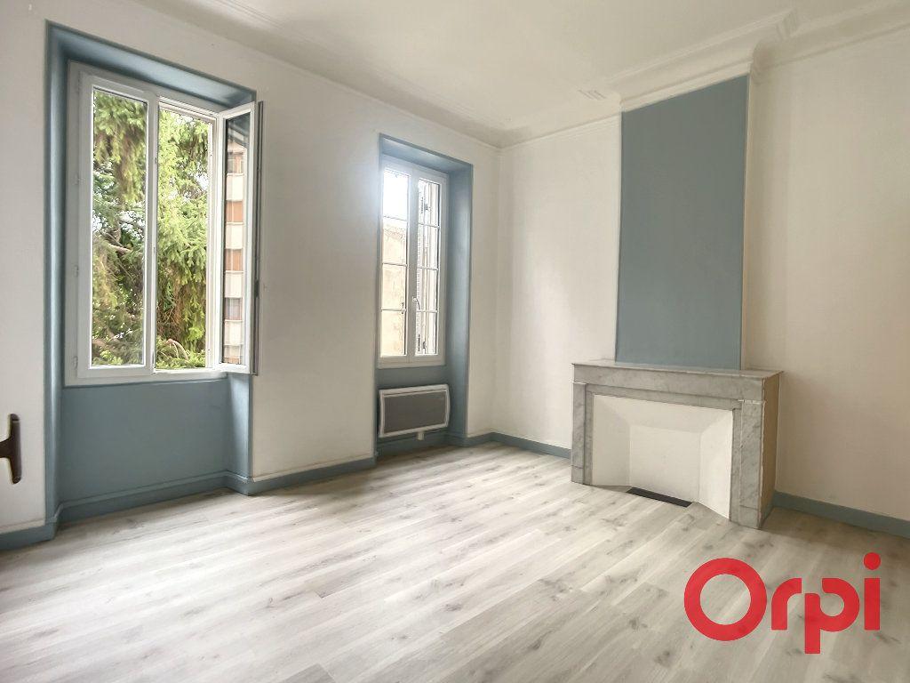 Appartement à louer 3 74.35m2 à Salon-de-Provence vignette-2