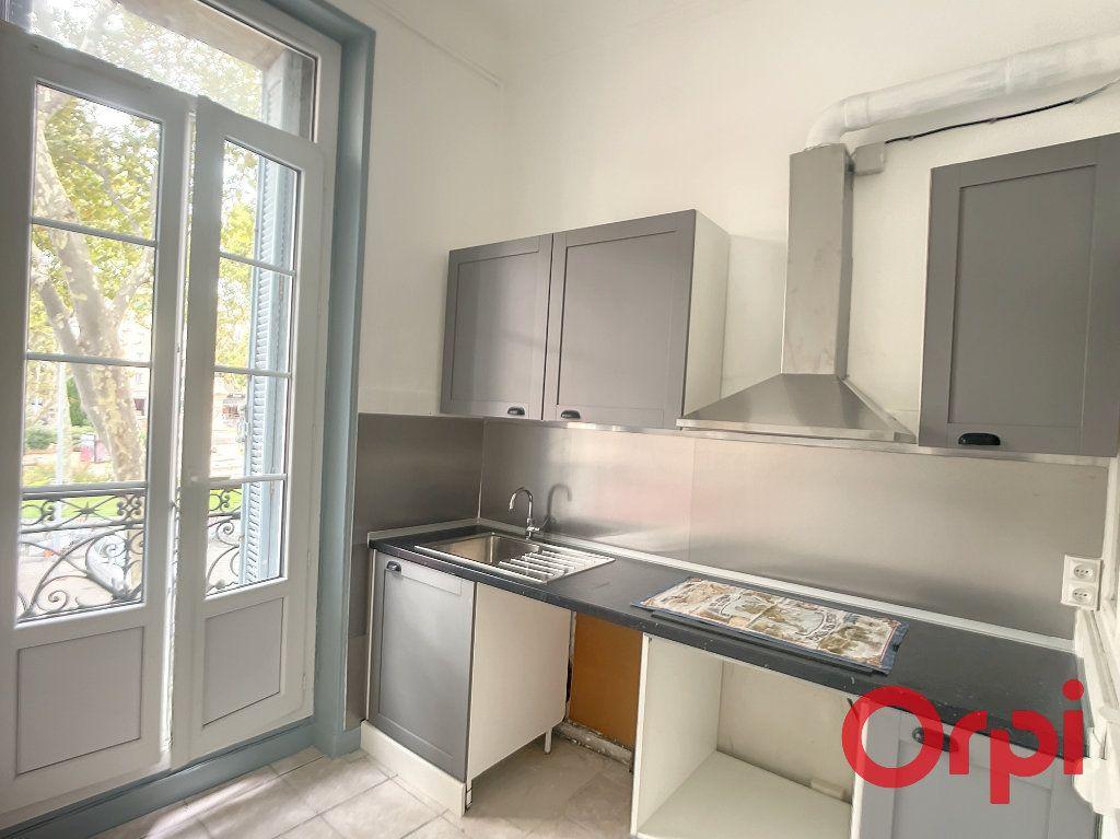 Appartement à louer 3 74.35m2 à Salon-de-Provence vignette-3