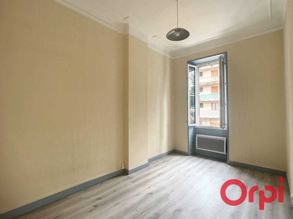 Appartement à louer 3 74.35m2 à Salon-de-Provence vignette-7