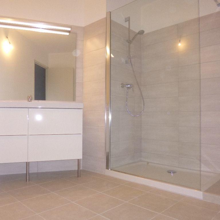 Appartement à louer 3 80m2 à Salon-de-Provence vignette-6