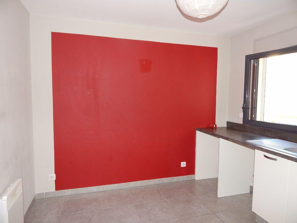 Appartement à louer 4 110.56m2 à Salon-de-Provence vignette-3