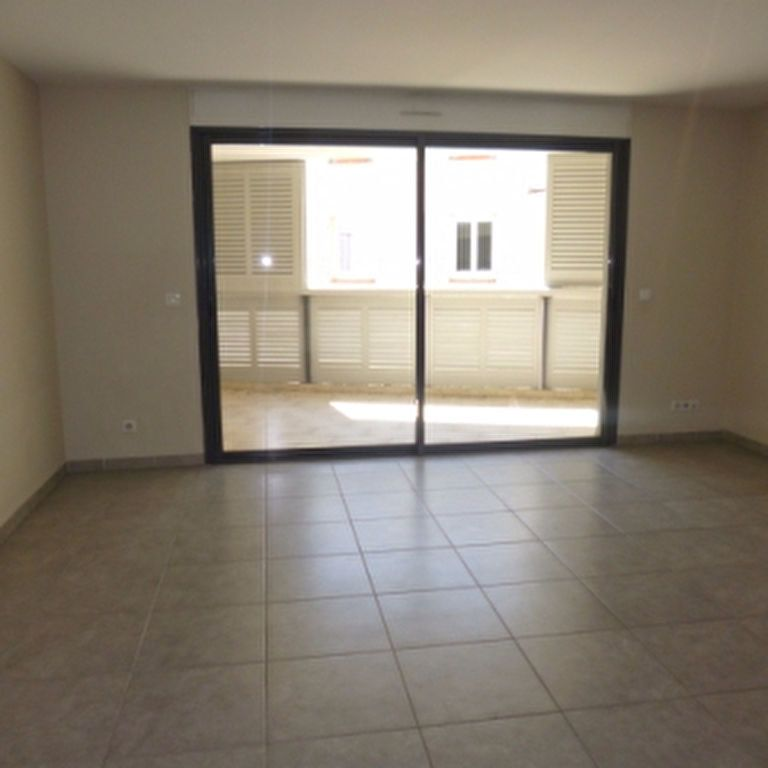 Appartement à louer 4 110.56m2 à Salon-de-Provence vignette-5