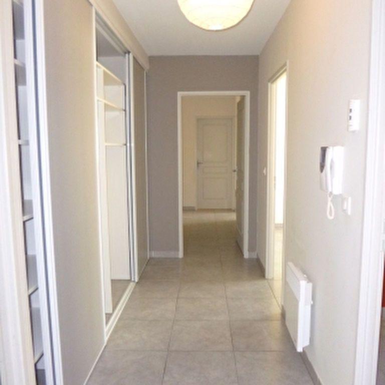 Appartement à louer 4 110.56m2 à Salon-de-Provence vignette-7