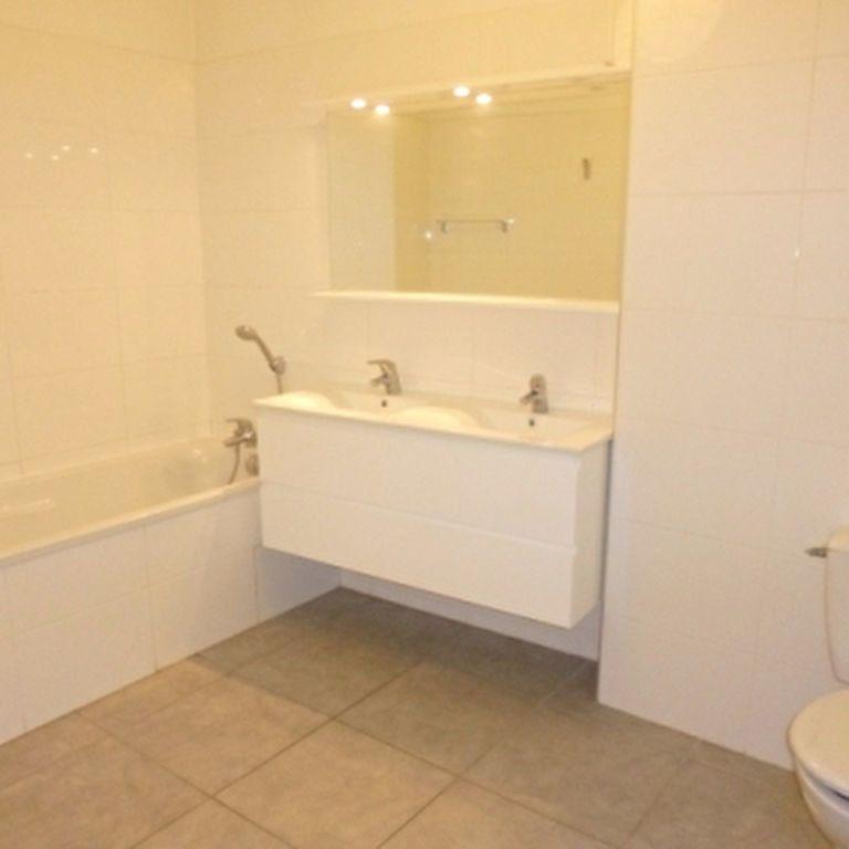 Appartement à louer 4 110.56m2 à Salon-de-Provence vignette-11