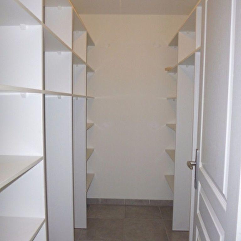 Appartement à louer 4 110.56m2 à Salon-de-Provence vignette-12